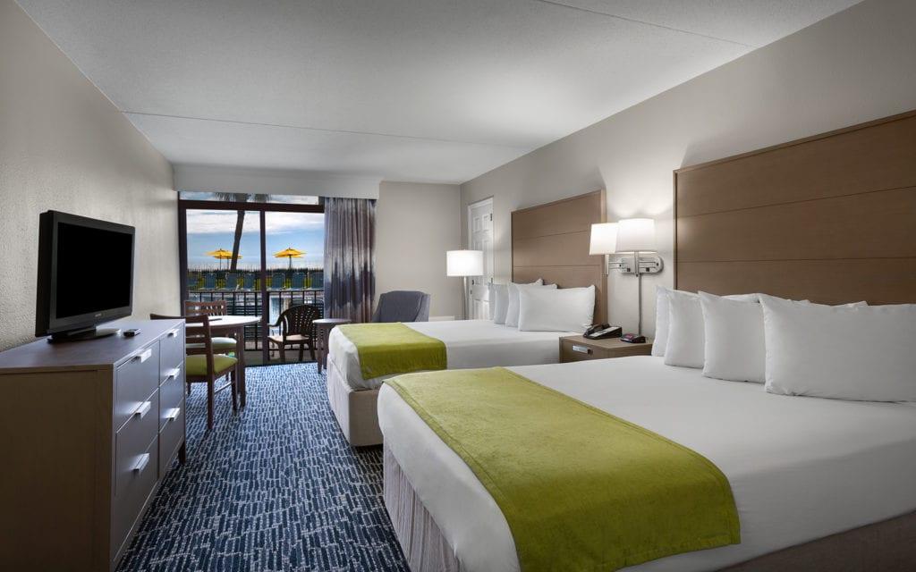 Dayton House Resort Middle Building Renovated Poolside Bedroom
